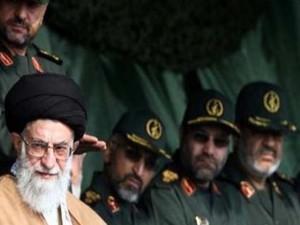 Ayatollah Khamenei with IRGC Commanders (Photo Credit: IRIN) )